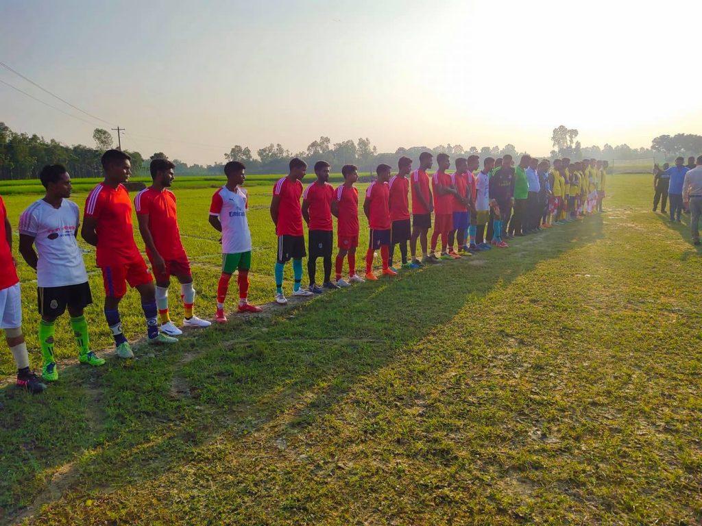 মান্দায় প্রচেষ্টা সংগঠনের উদ্যোগে ফুটবল টুর্নামেন্টের উদ্বোধনী খেলা অনুষ্ঠিত